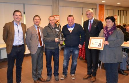 BMX 2000 DESSEL ontvangt prijst uit handen van minister-president Peeters