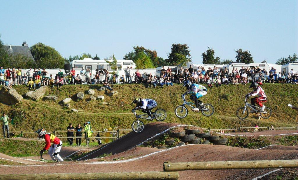Elke Vanhoof en Bryan Warnier rijden naar de overwinning in de 2de TC BMX te Keerbergen.