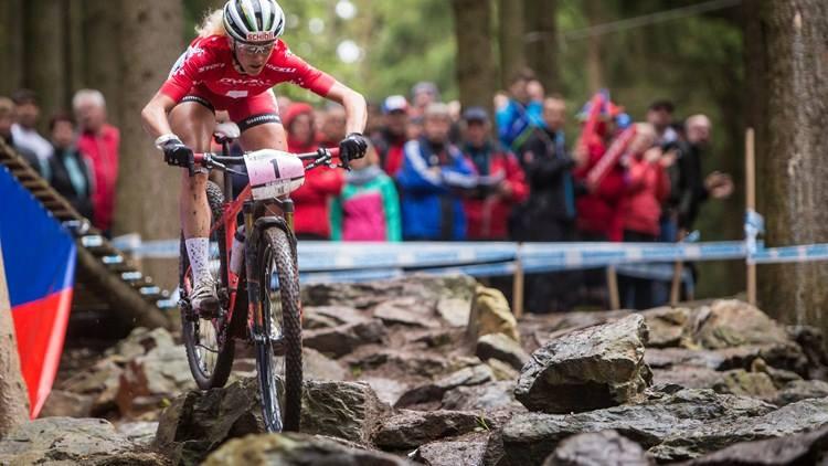 Jolande Neff wint opnieuw wereldbeker in Albstadt