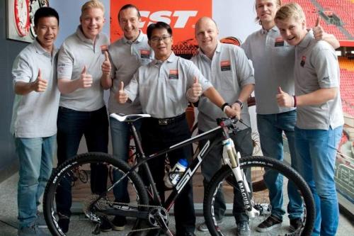 CST  wordt nieuwe hoofdsponsor bij Brentjens MTB racing team