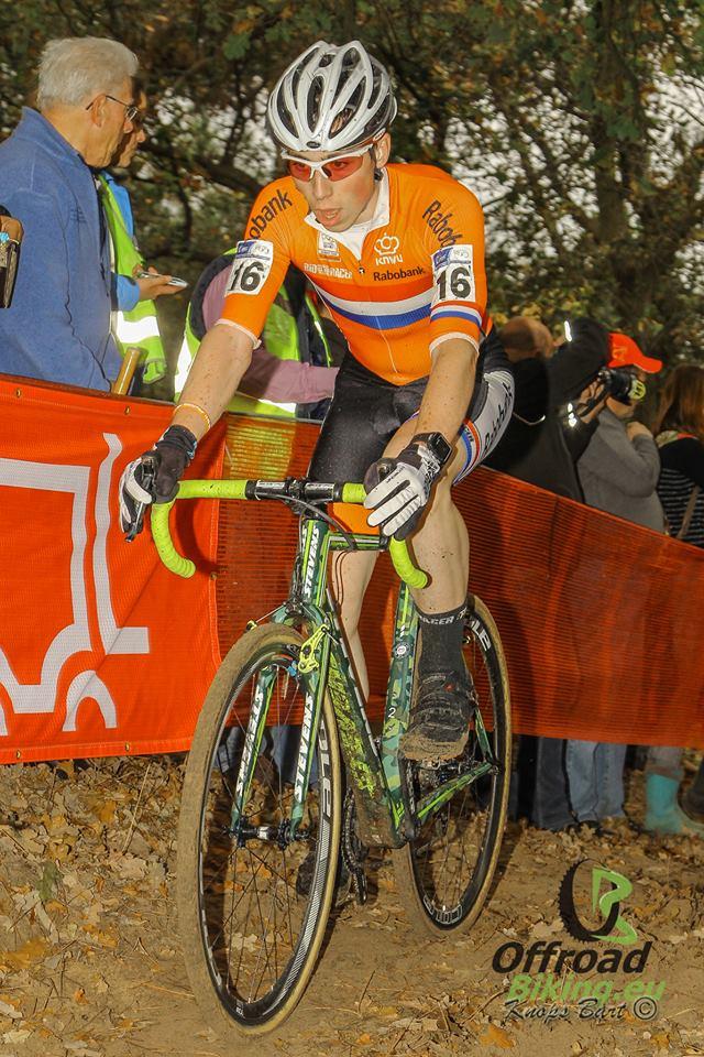 Jens Dekker wint laatste wereldbekercross en is eindwinnaar in Hoogerheide