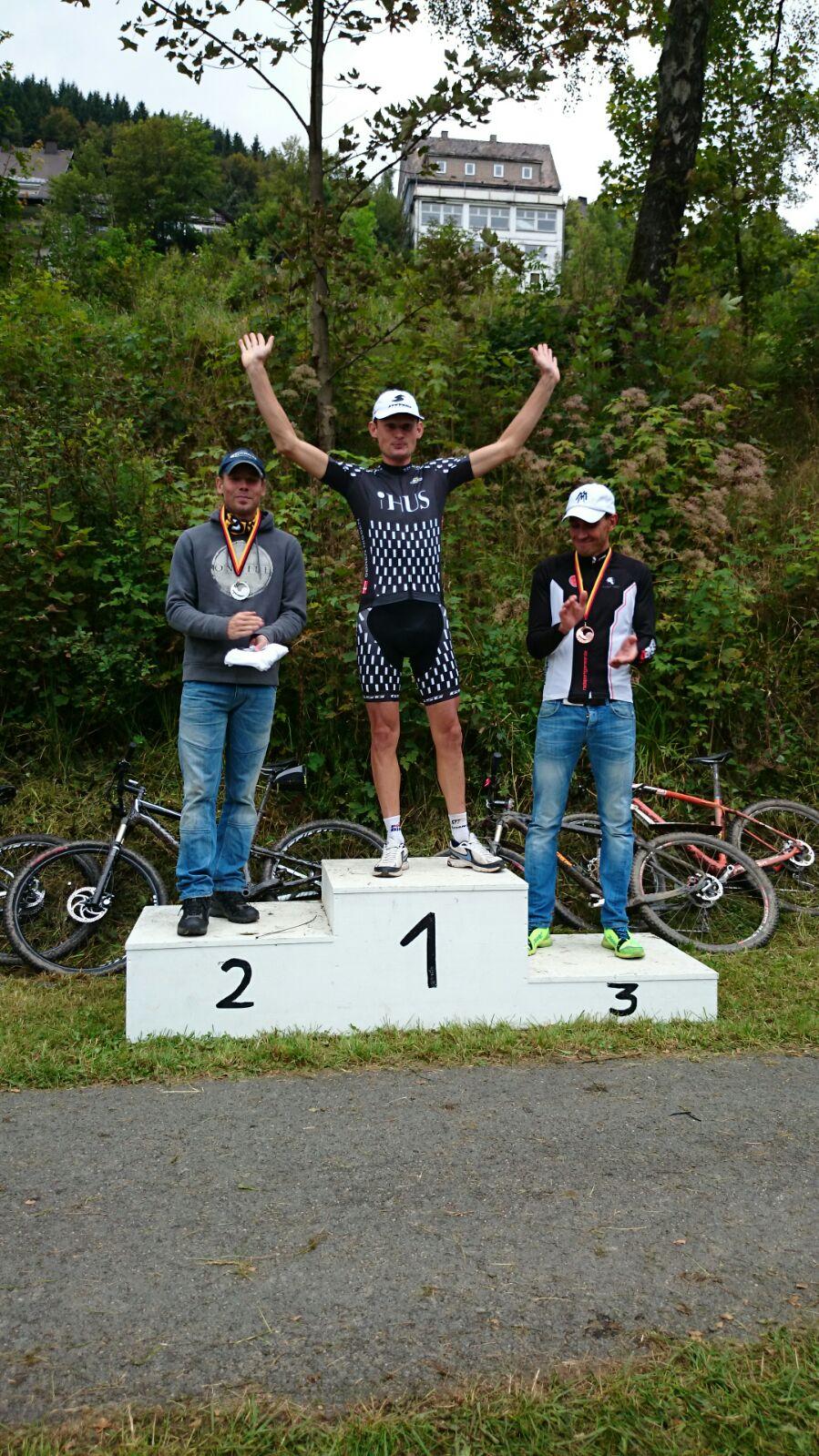 Soren Nissen en Sally Bigham eerste winnaars in MTB Lanzarote