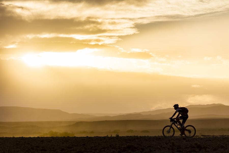 Tegen 167 km bergaf met een mountainbike