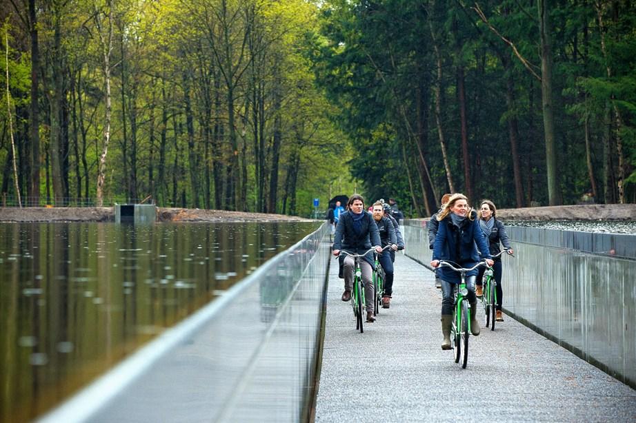 In Bokrijk kan je fietsen door het water