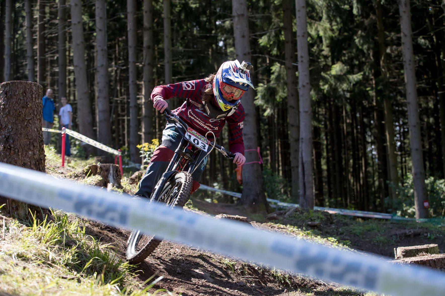 Roos Op de Beeck tweede in Duitse downhillcup in Ilmenau