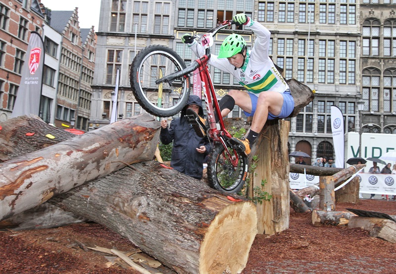 Janine Jungels zegeviert in wereldbeker Antwerpen, Perrine Devahive derde