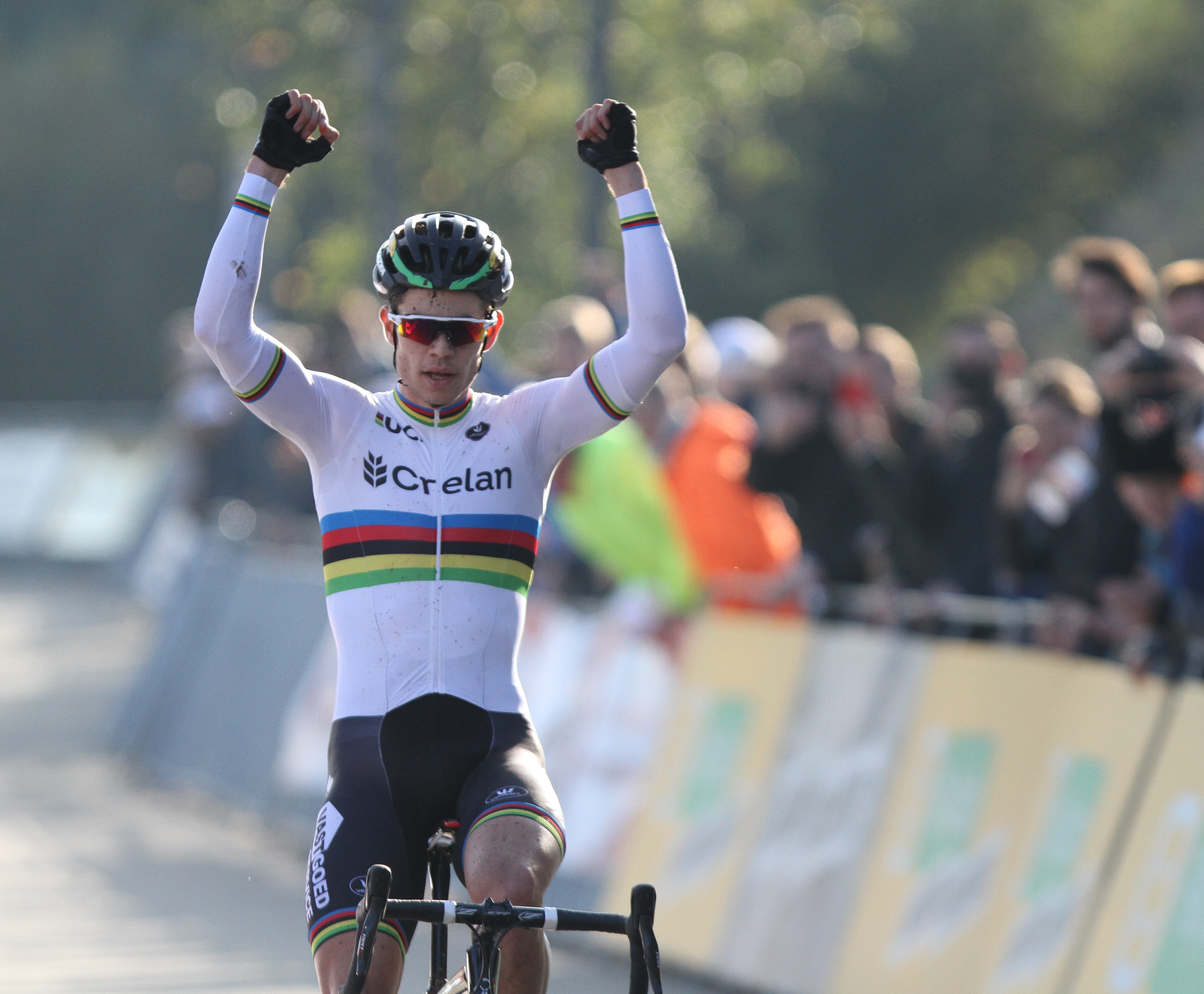 Wout van Aert wint Niels Albertcross in Boom
