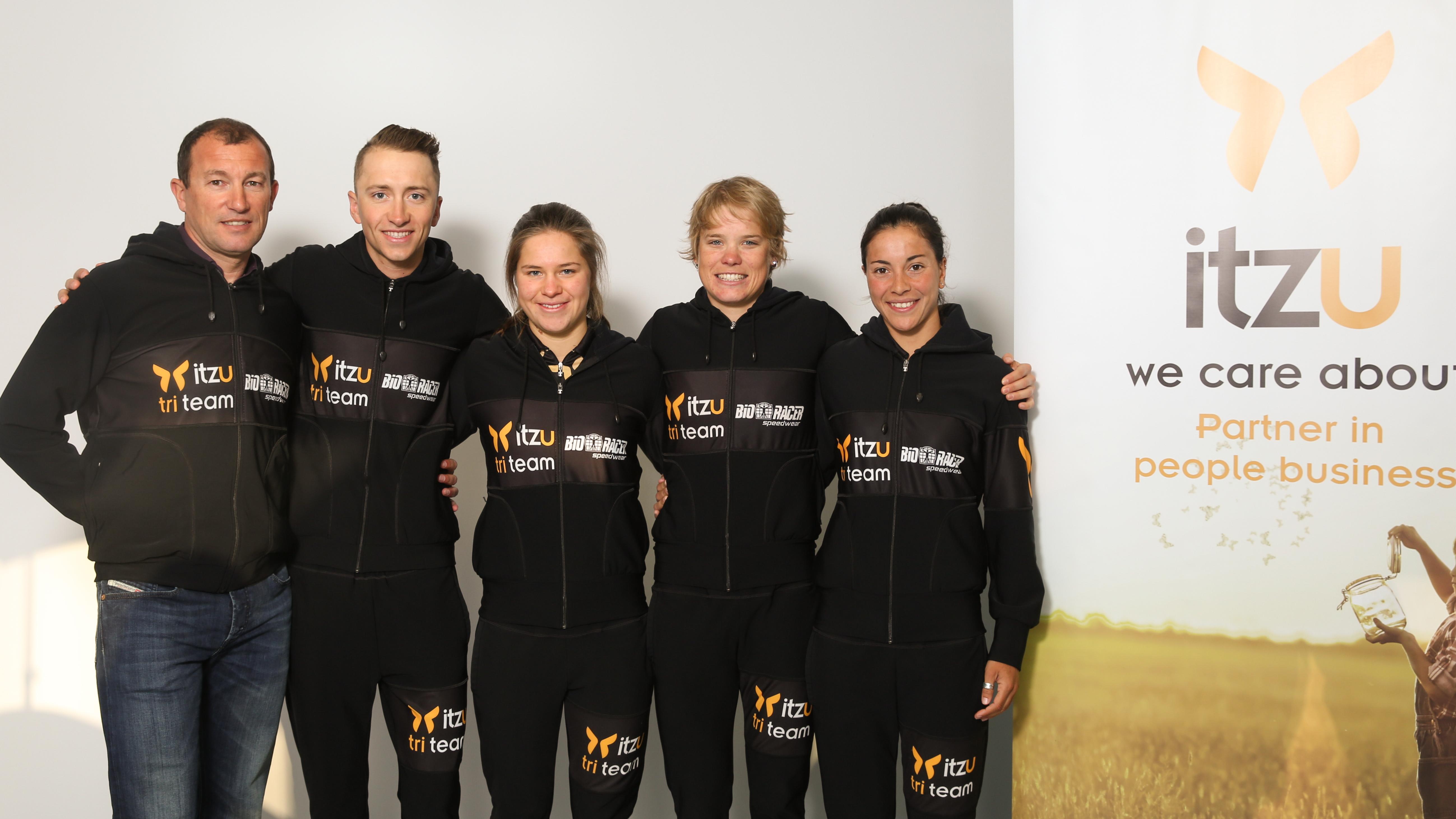 Het Itzu Tri Team, professioneel triatlonteam onder leiding van Luc Van Lierde