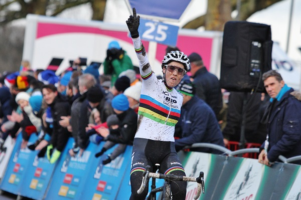 Sanne Cant wint de Scheldecross in Antwerpen