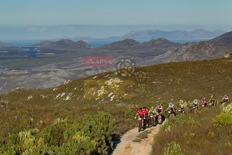 Githa Michiels knap tweede en Frans Claes elfde in proloog Cape Epic