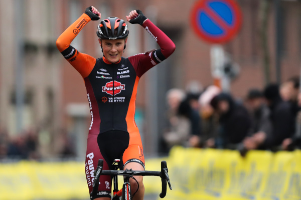 Loes Sels wint Kasteelcross in Zonnebeke