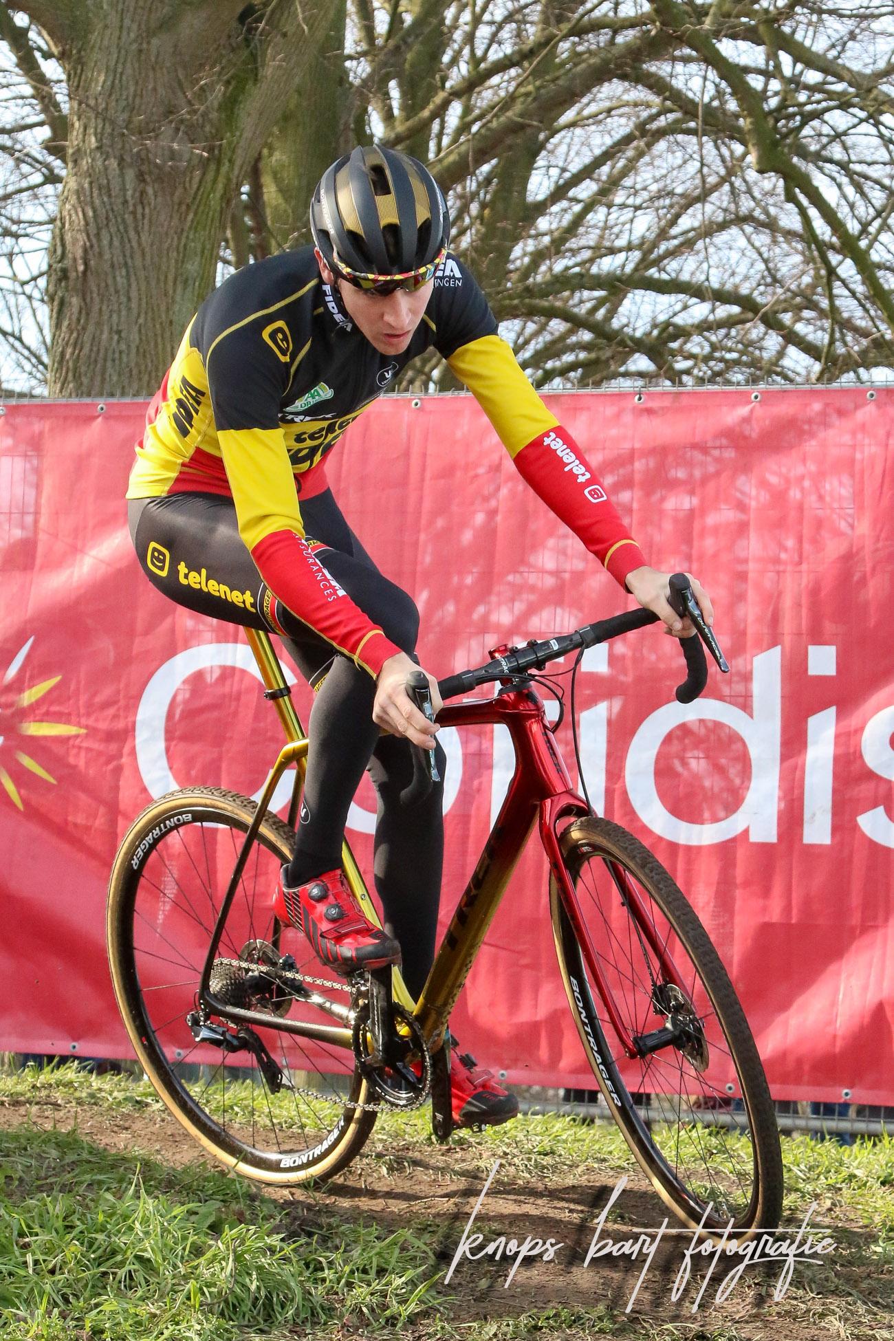 Toon Aerts klopt Tom Meeusen in de sprint in Leuven