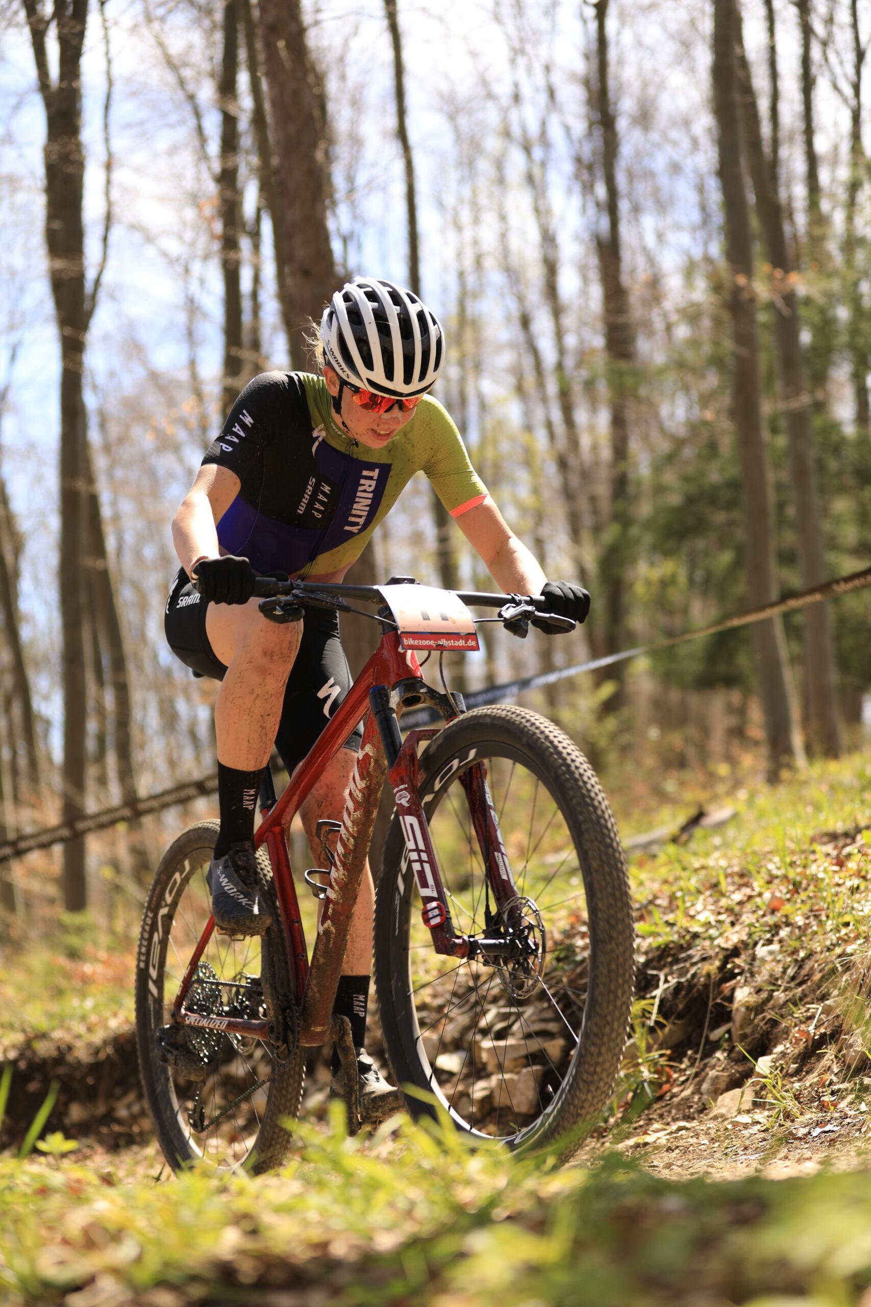 Haley Batten wint shorttrack, wereldkampioene valt zwaar in Nove Mesto